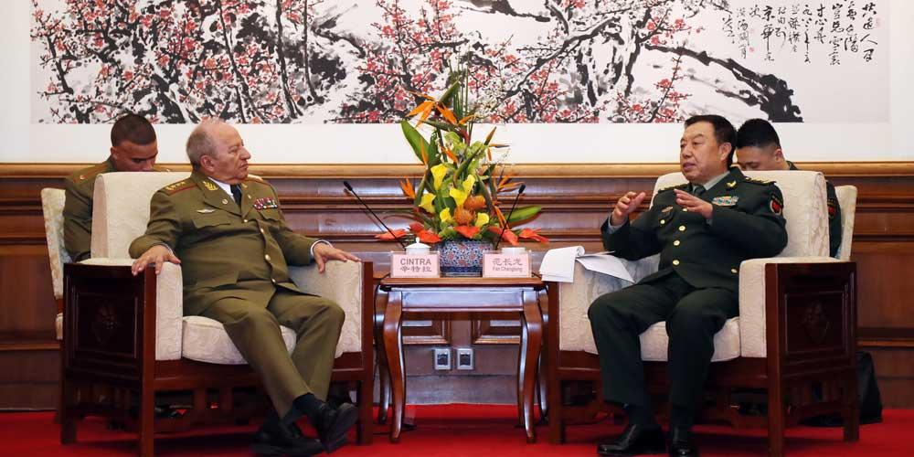 Funcionários militares da China e de Cuba discutem cooperação mútua