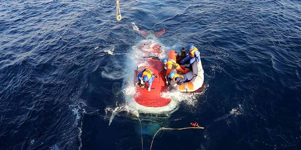 Submarino tripulado chinês Jiaolong faz mergulho no Mar do Sul da China