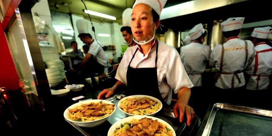 """""""Chaopao"""" - prato típico da culinária de Zhangye, no noroeste da China"""