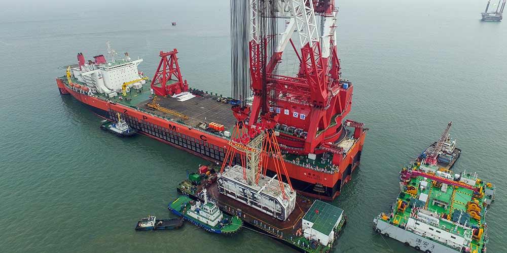 Componente da ponte marítima mais longa do mundo é instalado