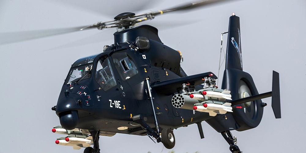 Helicóptero armado Z-19E faz voo inaugural na China
