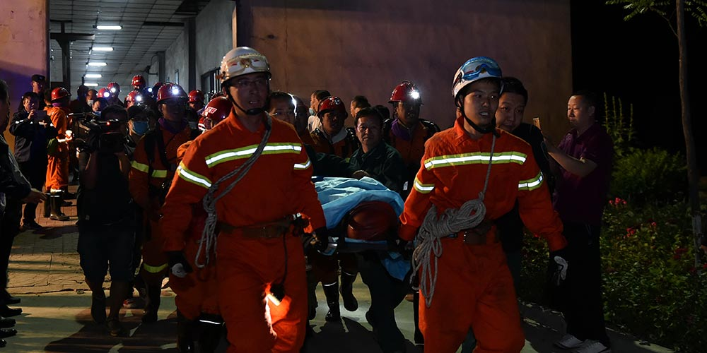 Quatro de onze mineiros são resgatados após inundação em mina de carvão no norte da China