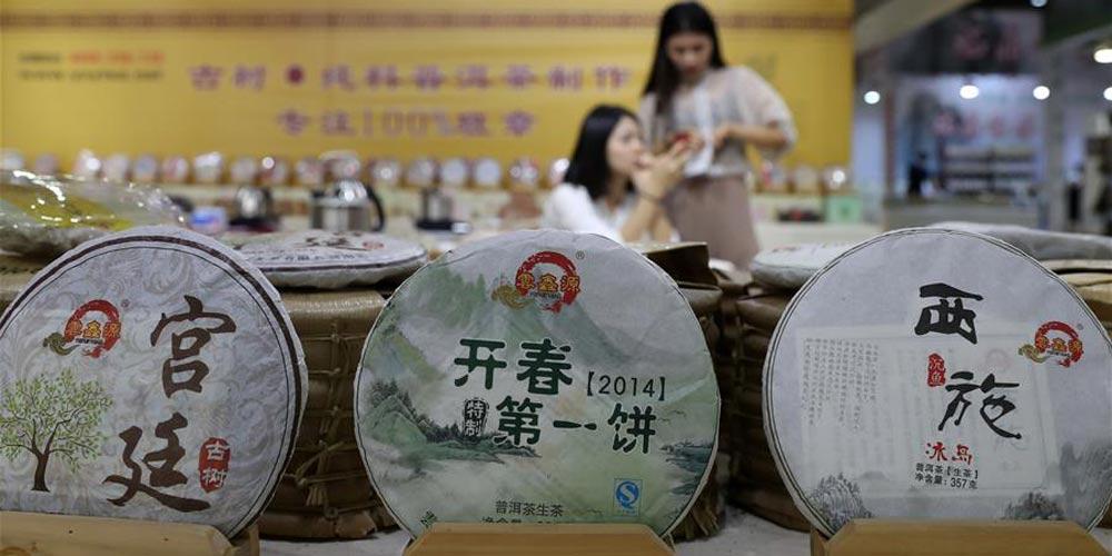 Feira da indústria do chá é realizada em Dalian no nordeste da China