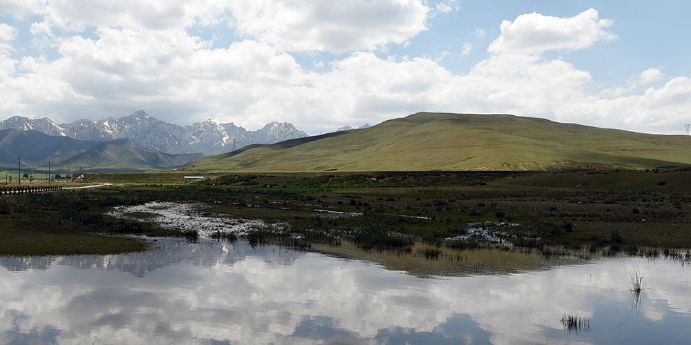 Cenário de verão das montanhas Qilian no noroeste da China