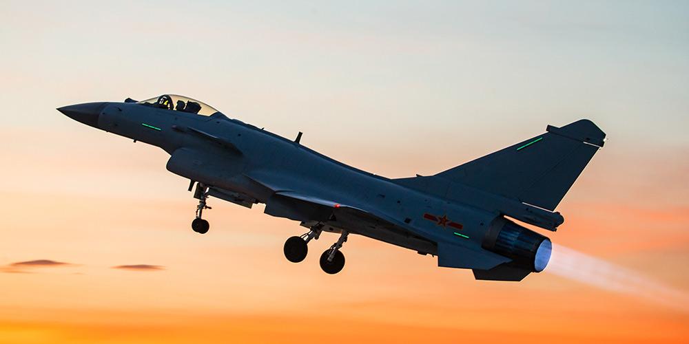 Avião de caça J-10B da China participará da competição de jogo mundial militar