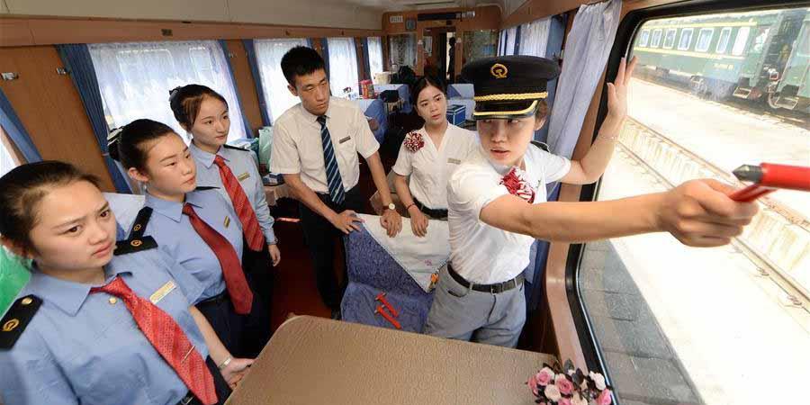 Comissários recém-recrutados recebem treinamento contra incêndios em Nanchang