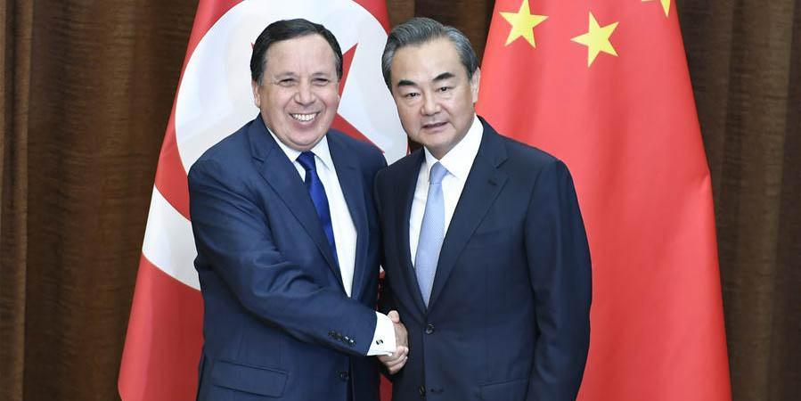China pede solução política da crise líbia