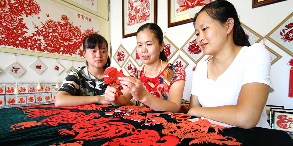Condado em Hebei investe no artesanato local para reduzir a pobreza