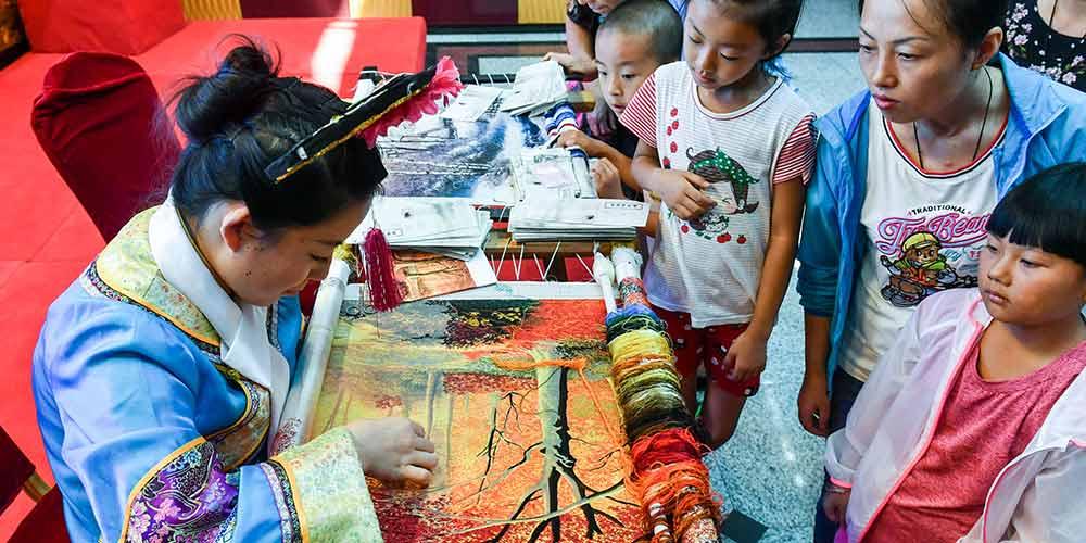 Exposição do bordado Bohai Mohe em Harbin, no nordeste da China