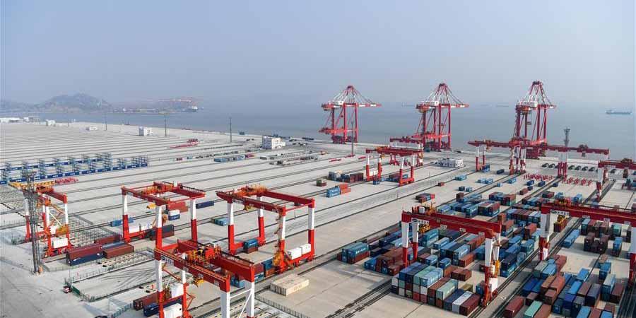 Porto de águas profundas de Yangshan impulsiona Shanghai como centro de transporte marítimo internacional