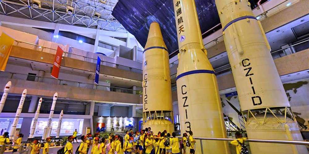 Estudantes de férias visitam Museu Aeroespacial da China