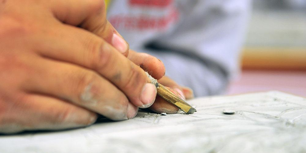 Concurso de escultura em tijolo é realizado no noroeste da China