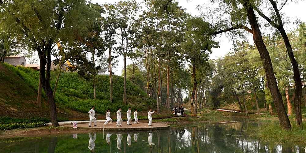 Quarenta centros de treinamento de Taichi são instalados na aldeia Chenjiagou em Henan