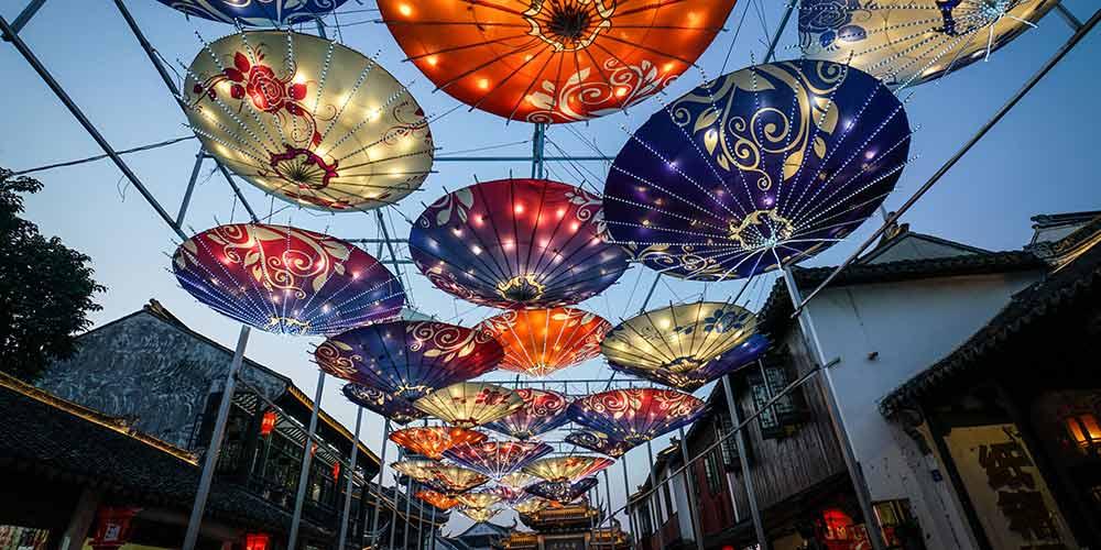 Show de lanternas celebra Festival da Lua em Zhouzhuang, no leste da China