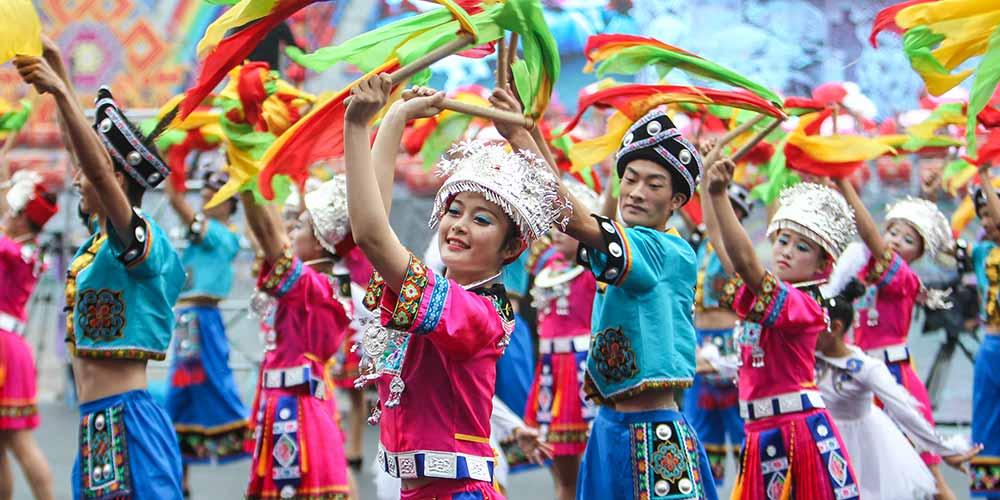 Prefeitura Autônoma Tujia e Miao de Xiangxi celebra 60º aniversário de fundação