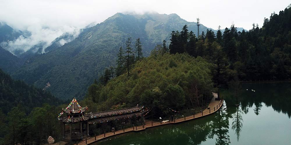 Paisagem do Parque Nacional Florestal Guanegou em Gansu