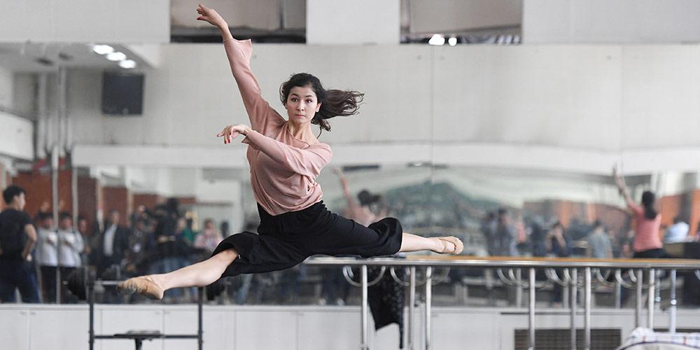 Em imagens: Trupe de Canção e Dança do Teatro de Arte de Xinjiang em Urumqi