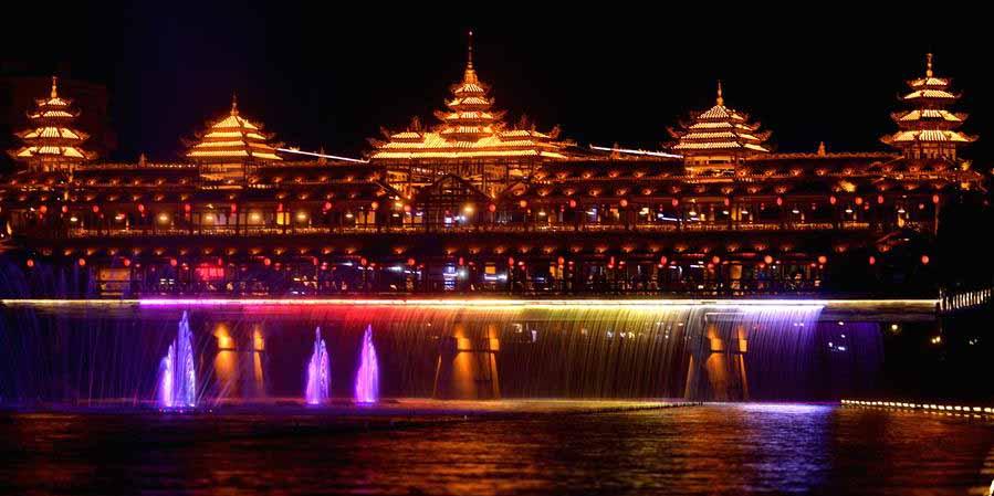 Show de luzes em Xuan'en, no centro da China