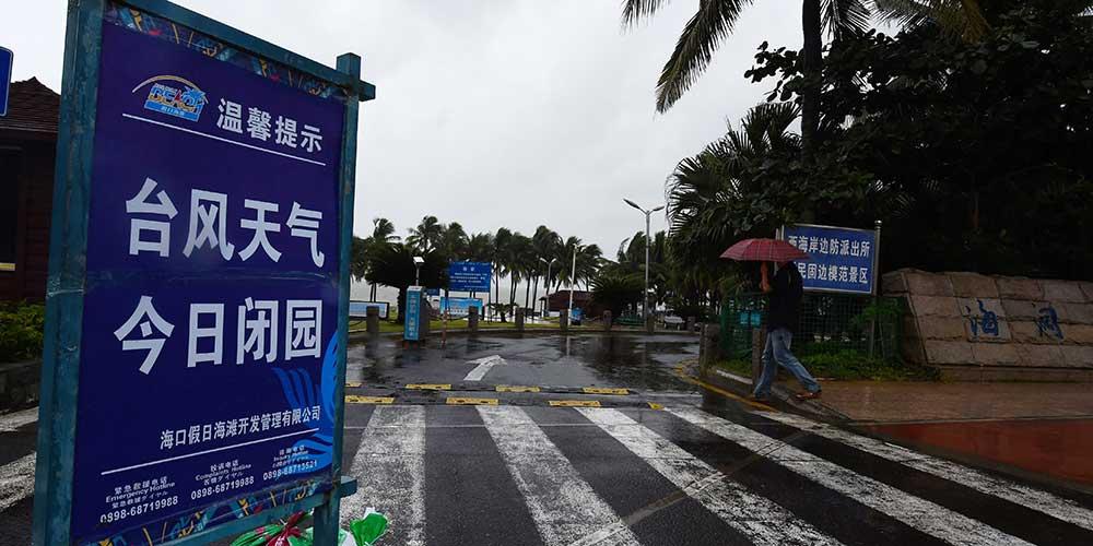 Tufão Khanun toca terra no sul da China