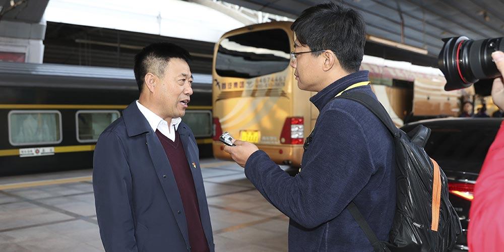 Delegados da província de Heilongjiang para o 19º Congresso Nacional do PCC chegam a Beijing