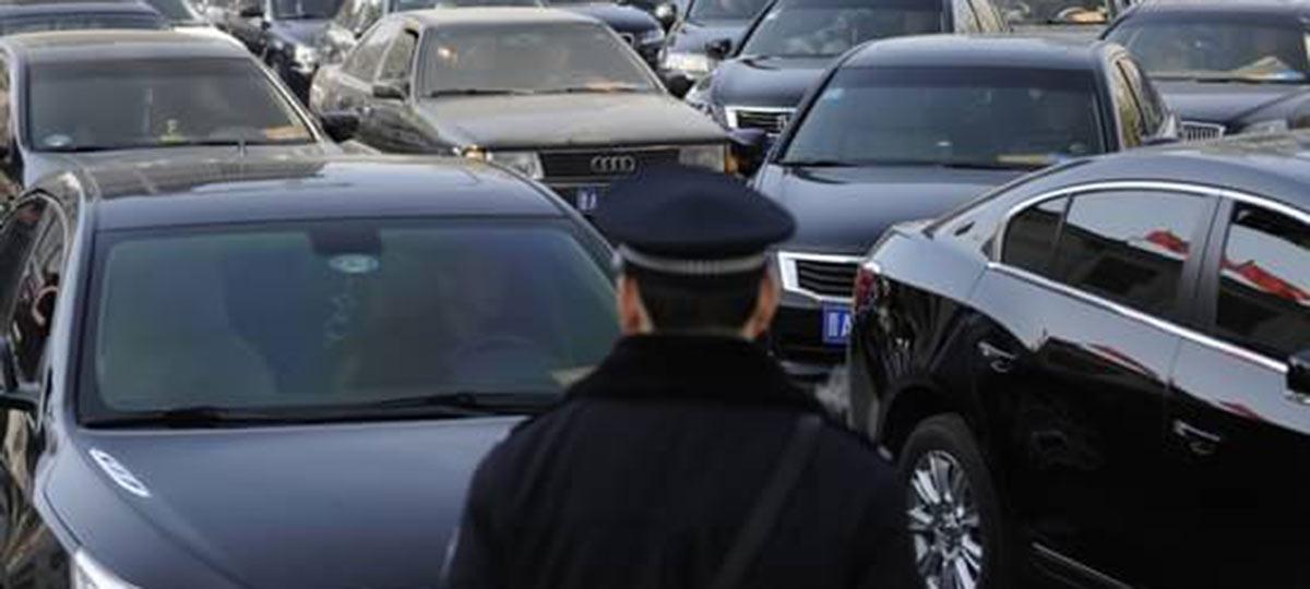 China corta gasto governamental com veículos