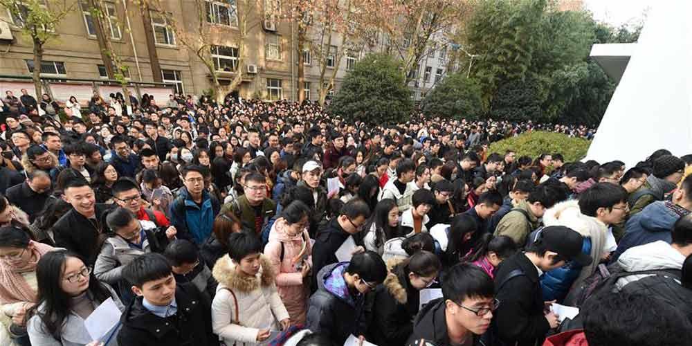 Mais de 1,1 milhão de pessoas participam de concursos públicos