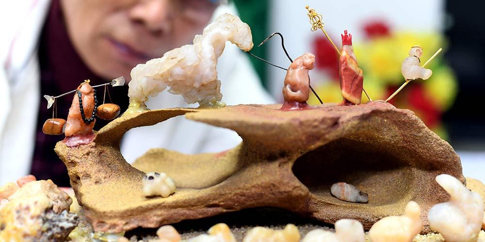 """Chen Jun e sua coleção de pedras sobre o drama """"Jornada ao Oeste"""""""