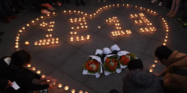 Estudantes da Universidade do Sudeste fazem homenagem às vítimas do Massacre de Nanjing