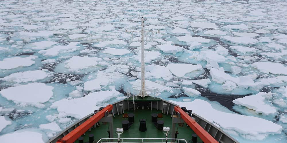 Quebra-gelo chinês Xuelong continua expedição antártica