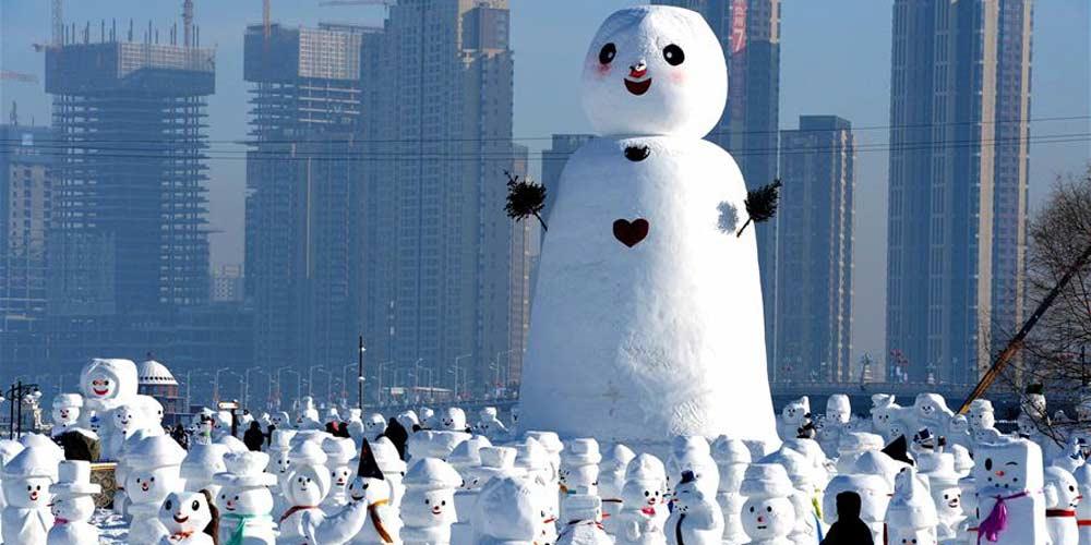 2.018 bonecos de neve exibidos em parque de Harbin