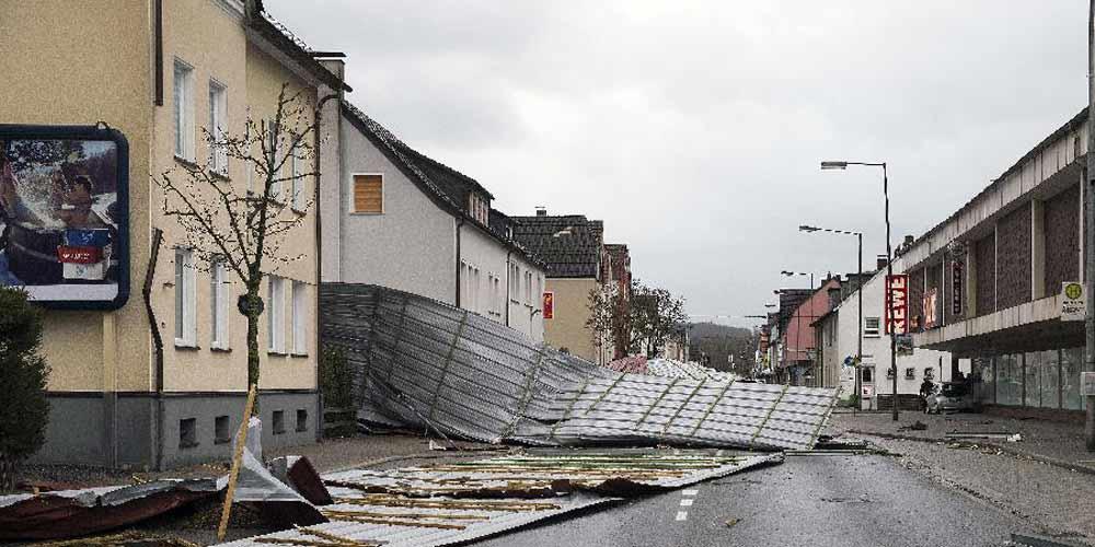 Tempestade Friederike causa mortes e estragos na Alemanha