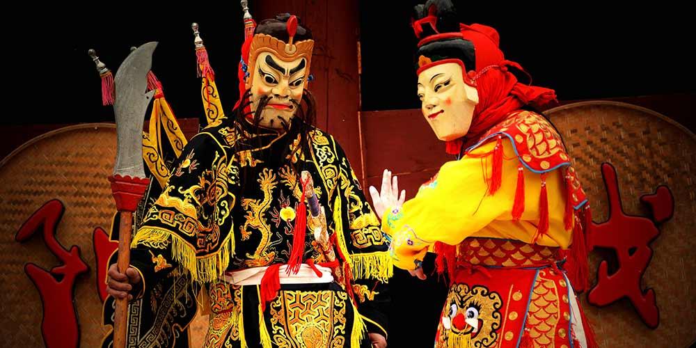 Aldeões ensaiam Ópera Yang em Guizhou, no sudoeste da China