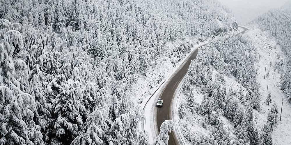 Policiais asseguram funcionamento normal de rodovias em Guizhou durante inverno