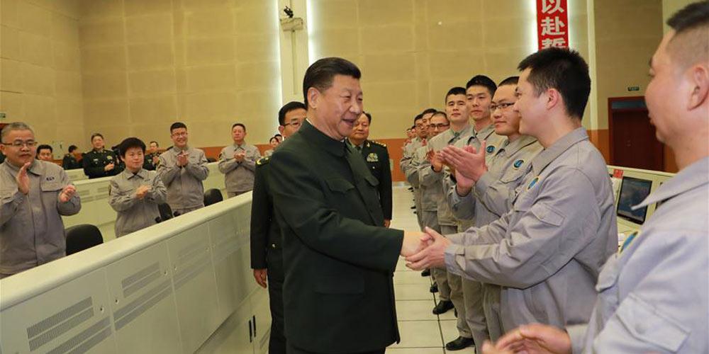 Presidente chinês visita base militar e estende cumprimentos festivais aos militares