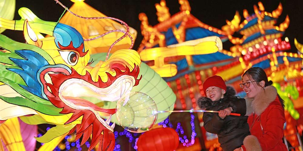 Lanternas reforçam atmosfera do Festival da Primavera na China