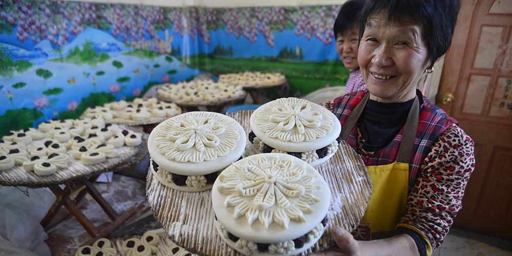 Pães cozidos no vapor especialmente preparados durante Festival da Primavera transmitem mensagem de uma vida melhor