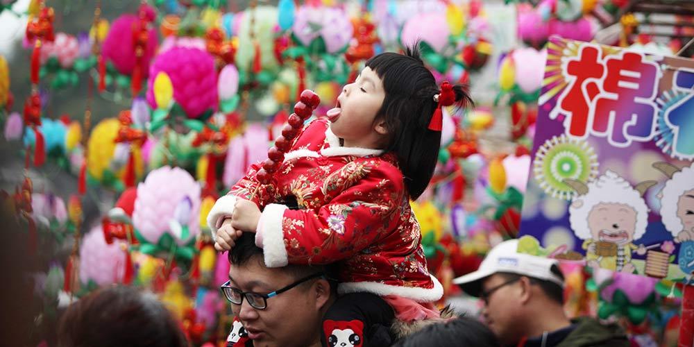 Famílias celebram Ano Novo Lunar chinês no Templo do Confúcio em Nanjing