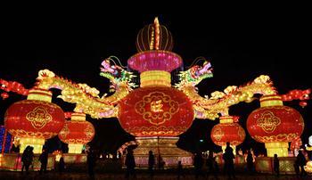 Feira da lanternas é realizada em Yunnan, no sudoeste da China