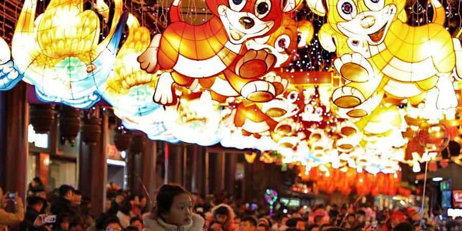 Chineses desfrutam de feriado de uma semana da Festa da Primavera
