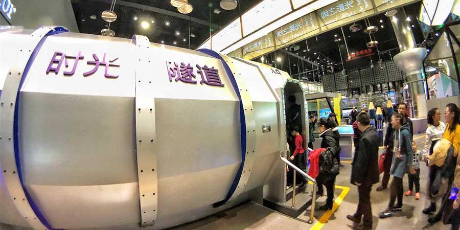 Pessoas visitam Centro de Ciência e Tecnologia da Mongólia Interior em Hohhot, no norte da China