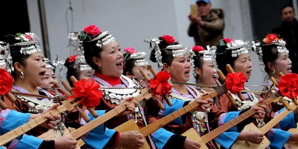 Grupo étnico Dong celebra festival popular para pedir boa fortuna no ano novo