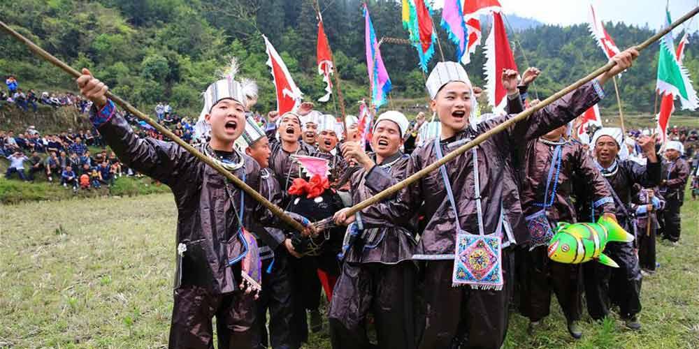 Festival de Luta Livre reúne pessoas de diversas etnias em Guizhou
