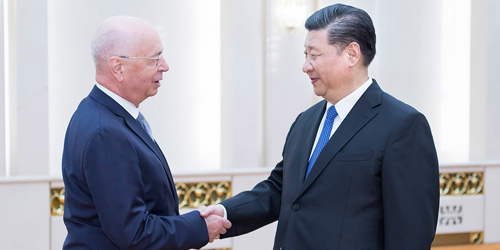 Presidente chinês reúne-se com presidente-executivo do Fórum Econômico Mundial