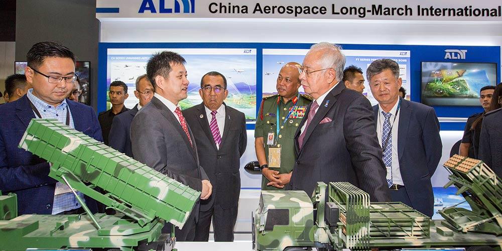"""Exposição """"China Defence"""" de defesa e armamento inaugurada na Malásia"""