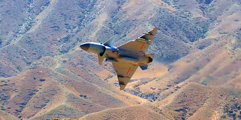 Caça chinês J-10C entra em serviço