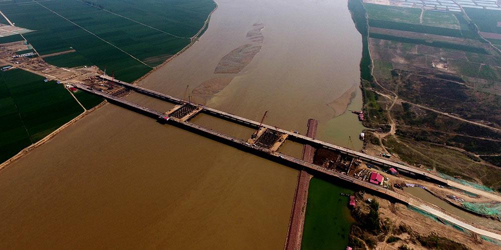 Construção da ponte Zhengzhou sobre o rio Amarelo