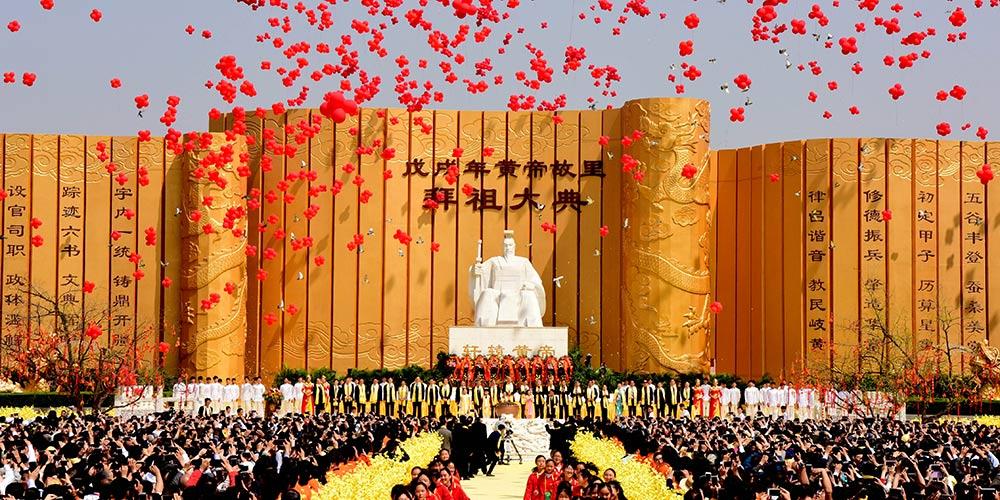 Culto em memória do ancestral chinês Huangdi realizado em Zhengzhou, centro da China