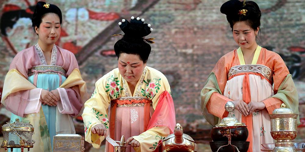 Show da arte do chá ao estilo Tang apresentado em Xi'an