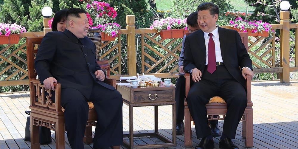 Xi Jinping e Kim Jong Un se encontram em Dalian