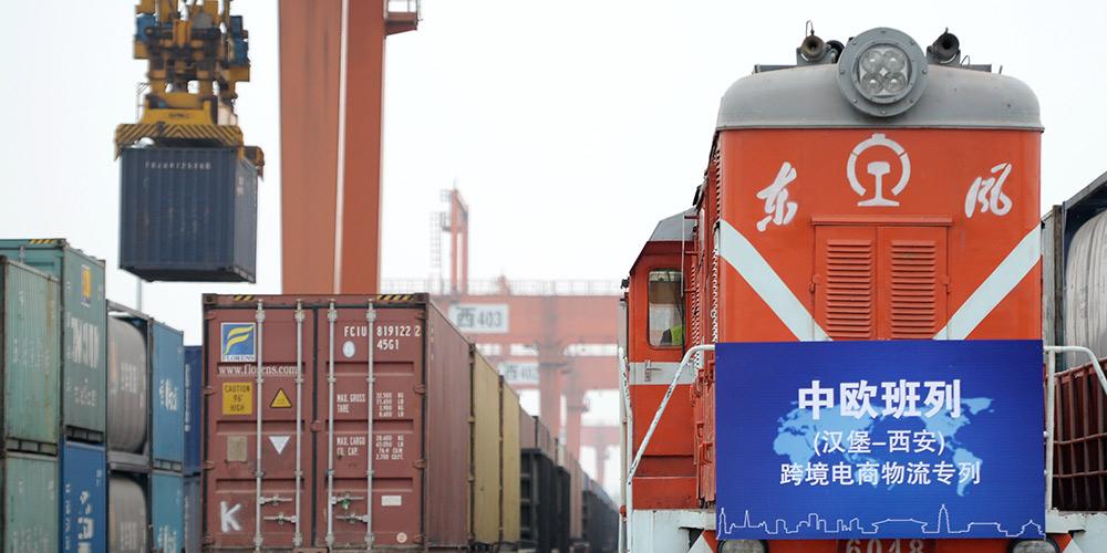 Primeiro trem de carga transfronteiriço de comércio eletrônico liga Hamburgo e Xi'an